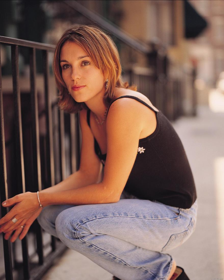 amy jo johnson photo