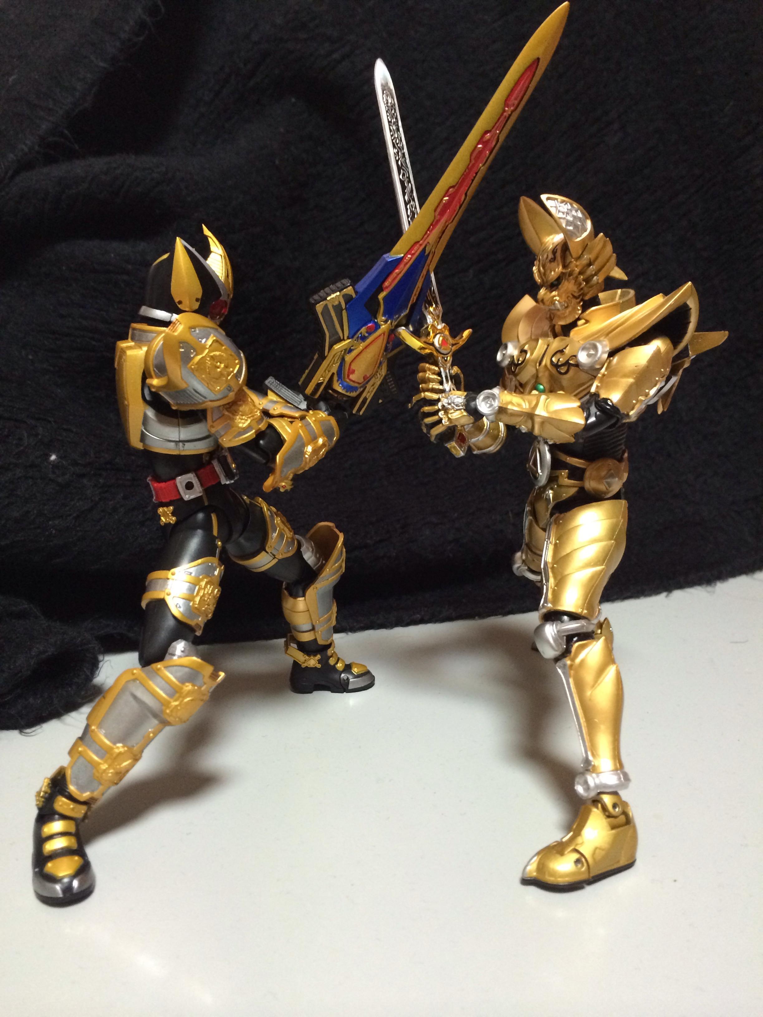 SH Figuarts Kamen Rider Blade King Form In Hand Images - Tokunation