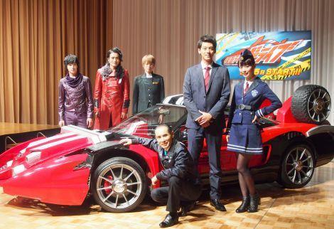 http://news.tokunation.com/wp-content/uploads/sites/5/2014/08/Kamen-Rider-Drive-Cast.jpg
