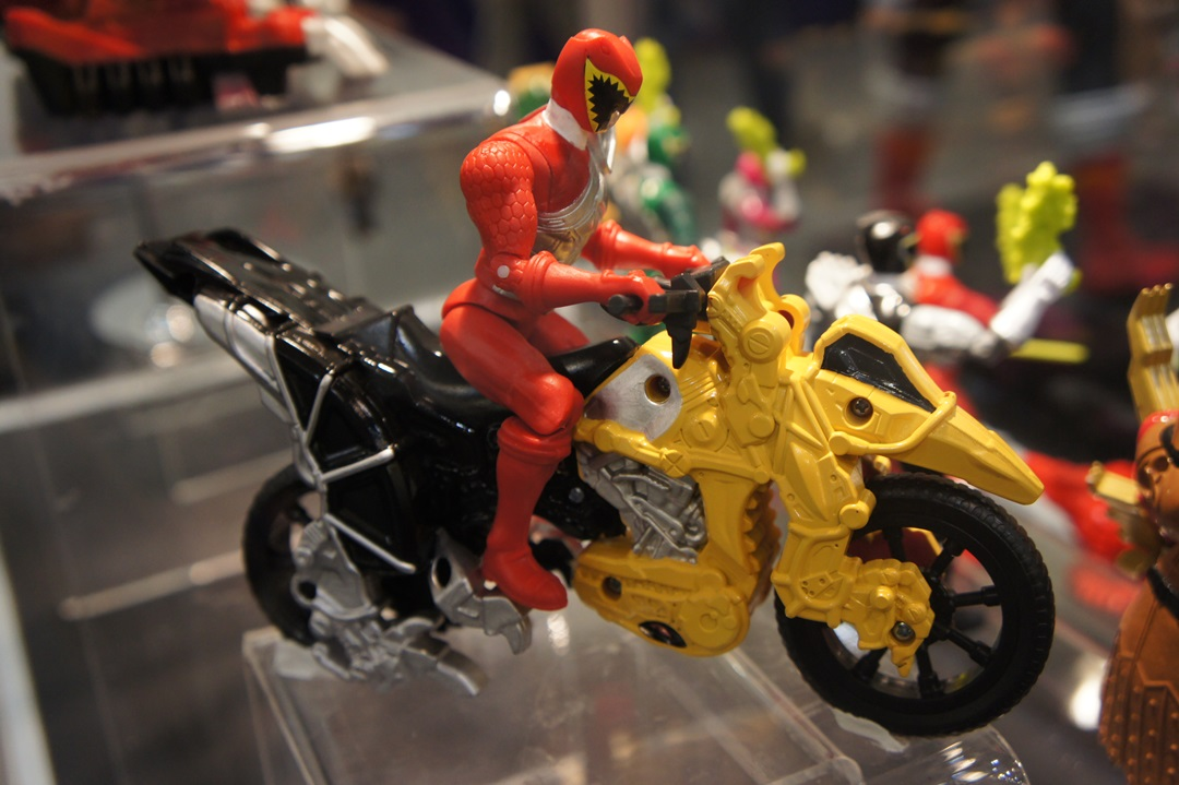 pmc2014 power rangers dino charge bike with red ranger pics tokunation. Black Bedroom Furniture Sets. Home Design Ideas