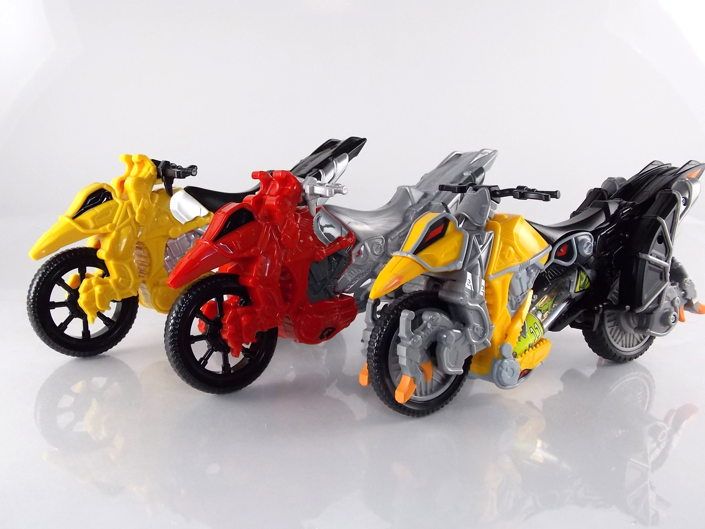 how to draw power rangers dino charge gold ranger
