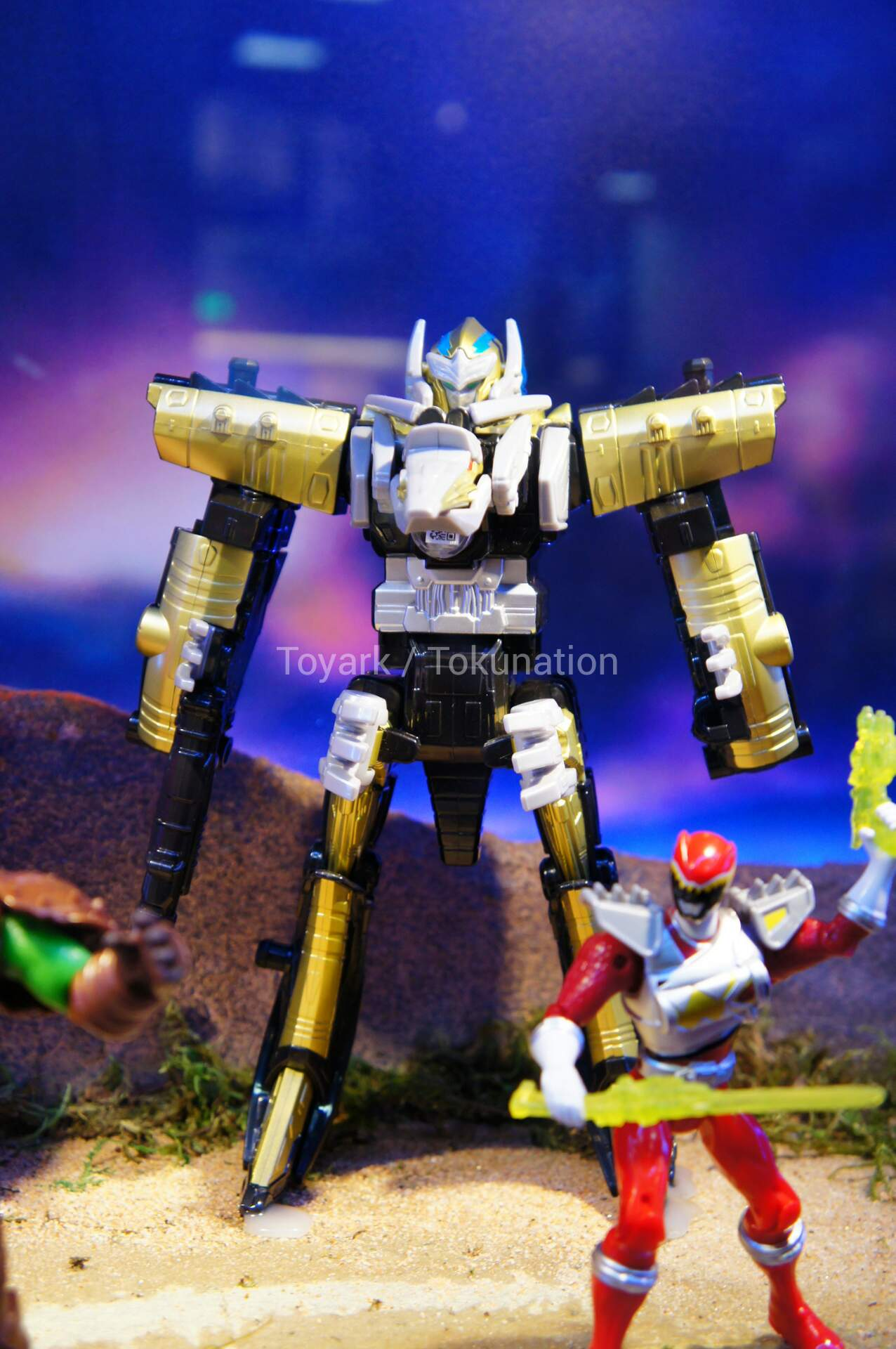 SDCC 2015 - Power Rangers Dino Charge & Dino Super Charge ...