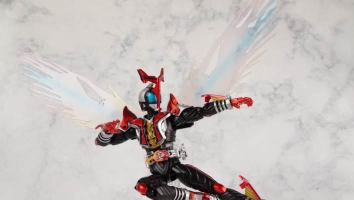 S.H. Figuarts Kamen Rider Kabuto Hyper Form (Original Release) Gallery